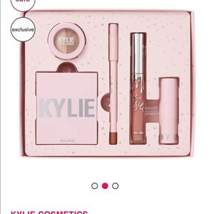 Kylie Cosmetics Holiday FAVS bundle set